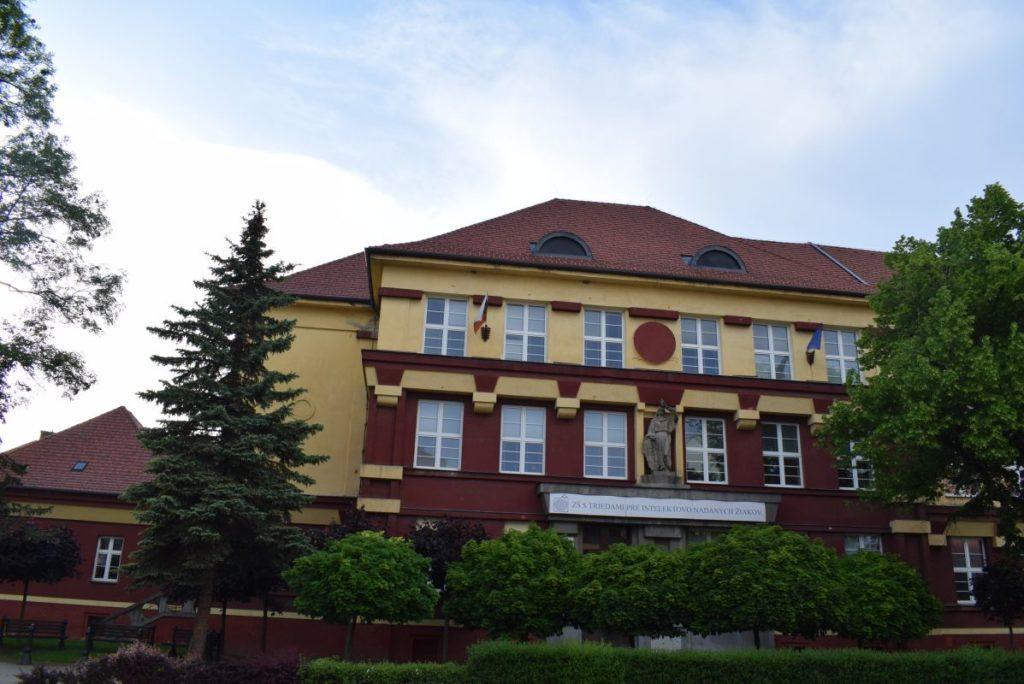 Škola na Dončovej ulici 05