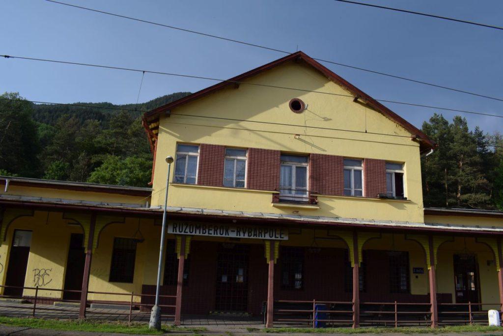 Železničná zastávka Ružomberok - Rybárpole 01