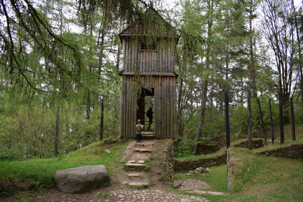 Archeologické múzeum v prírode Liptovská Mara - Havránok 01