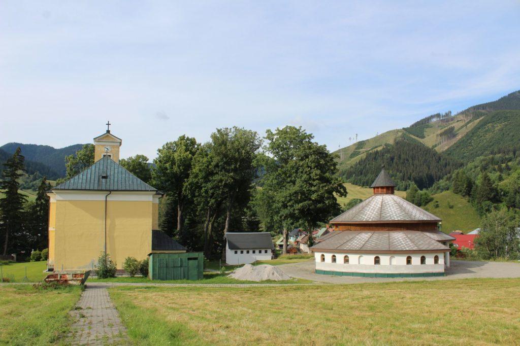 Kostol Najsvätejšej Trojice v Liptovskej Lúžnej 15
