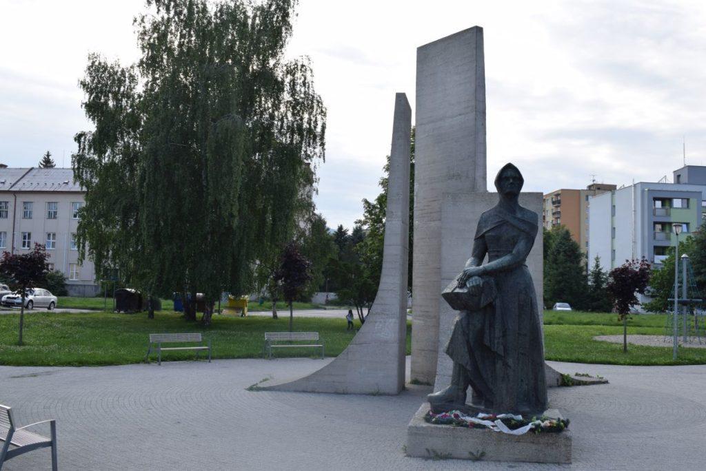 Pamätník Partizánska matka 03