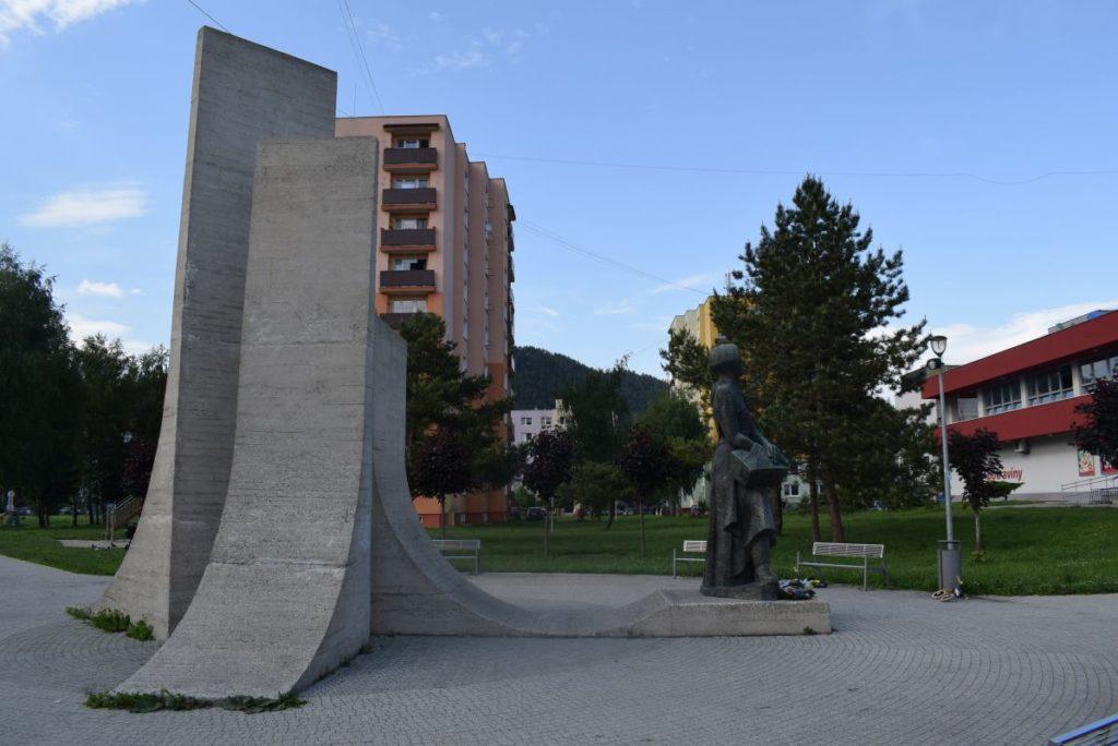 Pamätník Partizánska matka 05