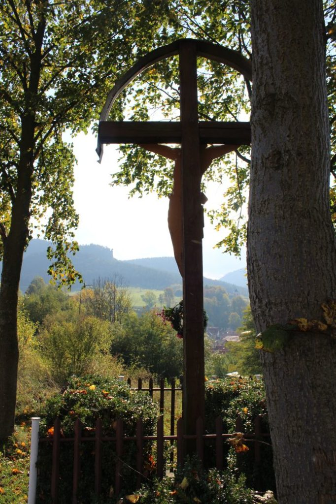 Kríž Komjatná, Hôrka 01