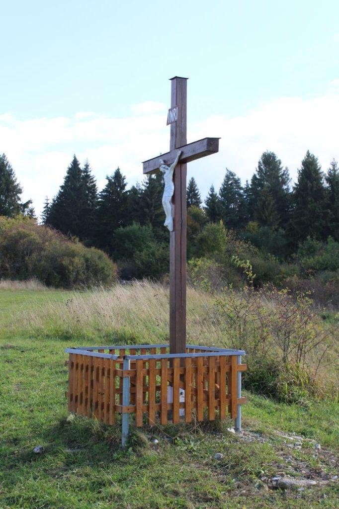 Kríž Komjatná, Hrádok 01