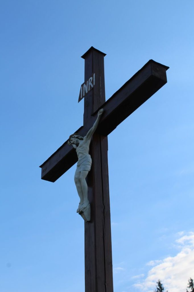 Kríž Komjatná, Hrádok 02