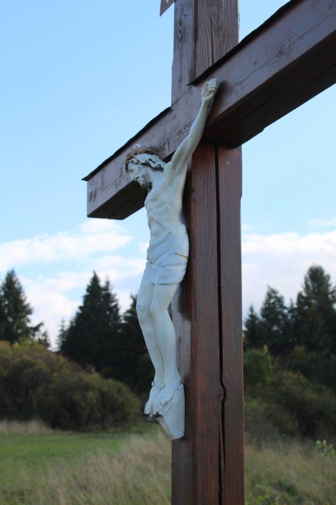 Kríž Komjatná, Hrádok 04
