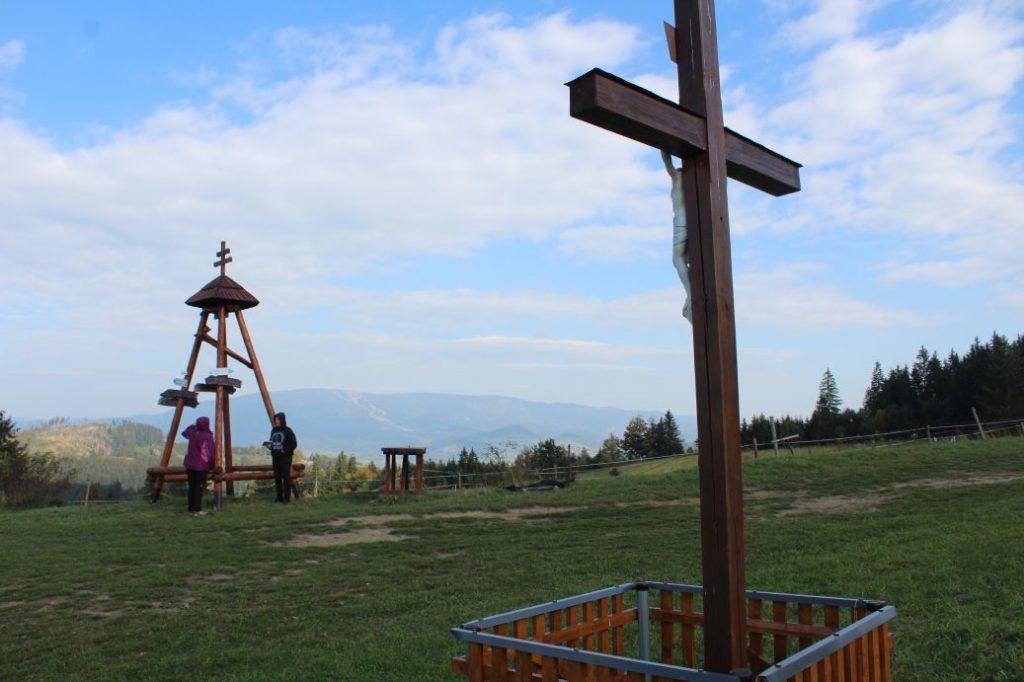 Kríž Komjatná, Hrádok 05